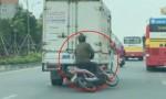 [VIDEO] Say rượu chạy xe máy tông ôtô