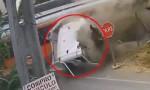 [VIDEO] Xe tải vượt đường ray bị tàu hỏa cán đứt đôi