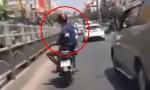 [VIDEO] Quái xế ngồi vắt chân, lạng lách đánh võng