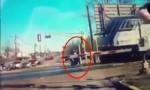 [VIDEO] Chàng trai cứu cụ già khỏi tai nạn tàu hỏa