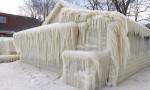 Băng phong kín cả căn nhà trong bão tuyết ở Mỹ