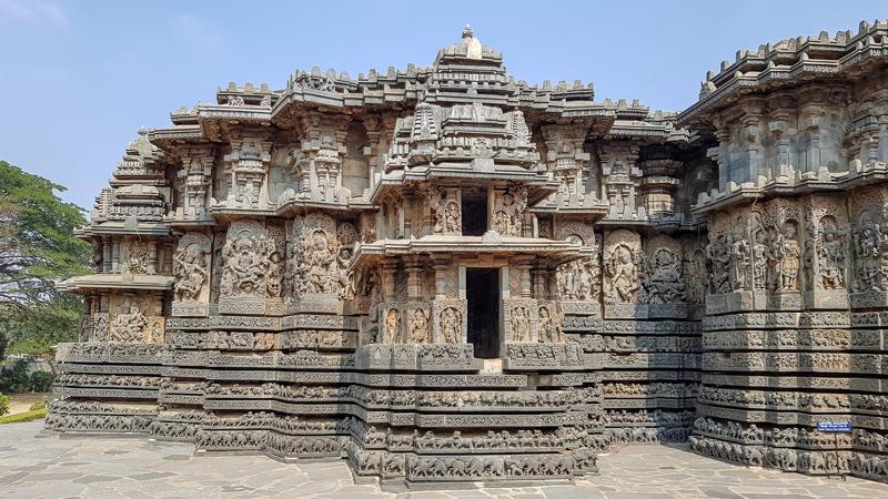 Ngôi đền 900 tuổi ở Ấn Độ tinh xảo như chế tác từ máy móc