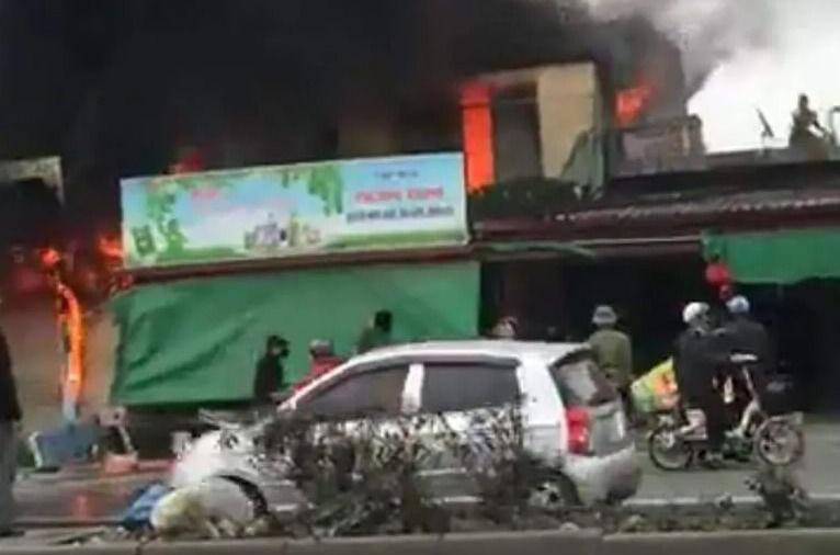 Cháy lớn tại huyện An Dương, 3 nhà dân bị thiêu rụi