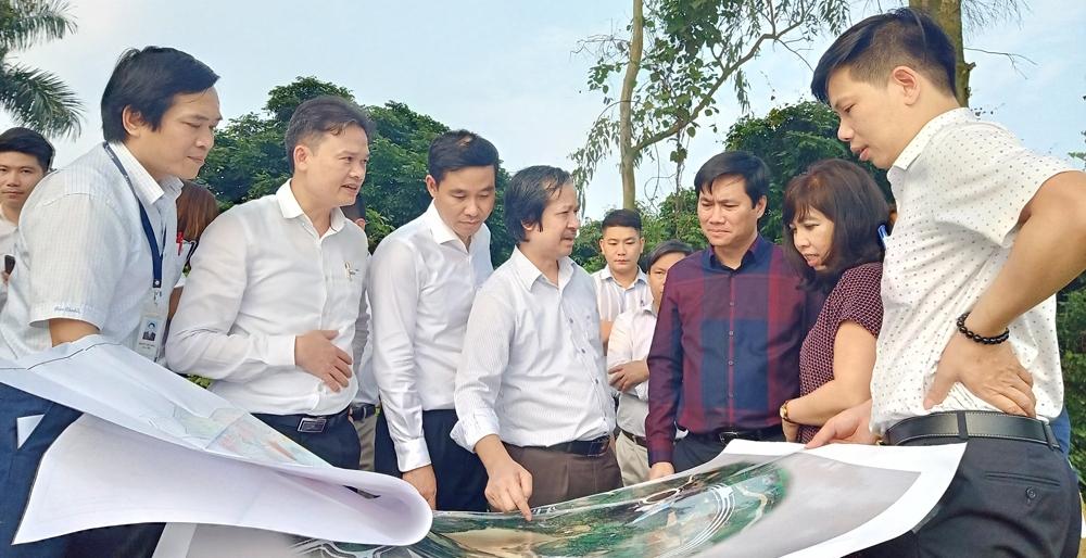 Thứ trưởng Nguyễn Tường Văn khảo sát dự án đầu tư xây dựng Đại học quốc gia Hà Nội
