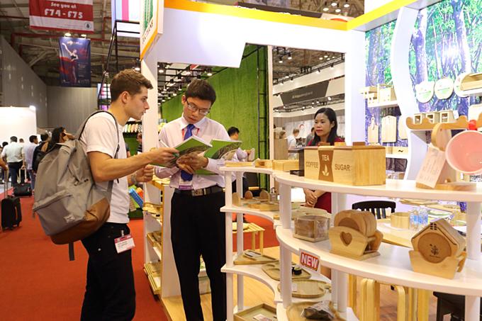 Ngành gỗ bắt tay kiến trúc sư 'bán' không gian nội thất