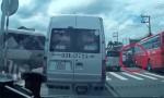 [VIDEO] Ôtô con bị xe khách tông quay 90 độ