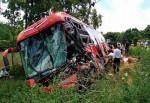 Ôtô khách đâm xe tải, hơn 40 người hoảng loạn kêu cứu