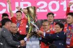 Thủ tướng Nguyễn Xuân Phúc trao cúp vô địch cho Đội tuyển Việt Nam