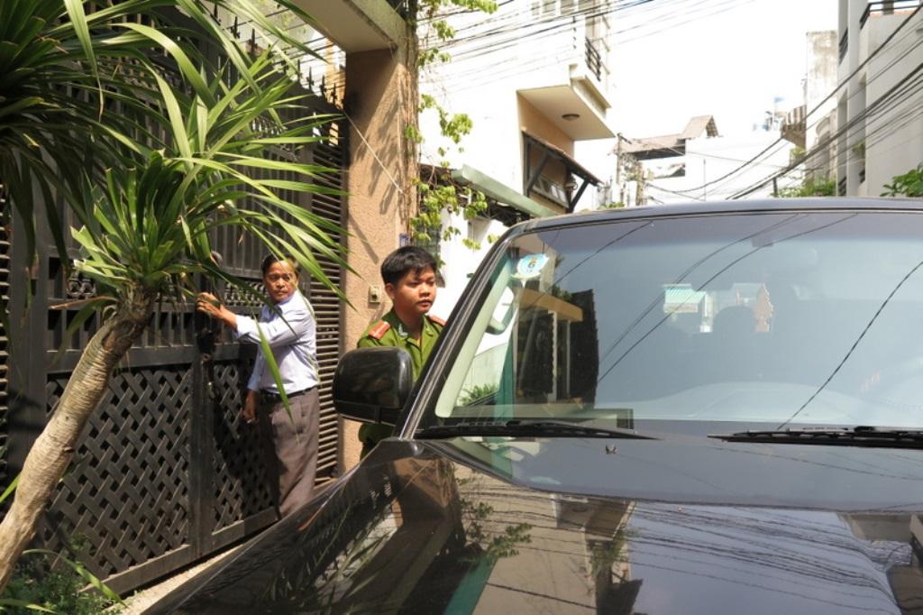 Bắt cán bộ Hải quan sân bay Tân Sơn Nhất tiếp tay cho buôn lậu