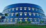 """Tòa nhà """"gói tròn"""", bao bọc bởi những tấm pin mặt trời"""