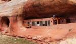 Ngôi nhà độc đáo, nép mình bên trong một hang động tại Mỹ