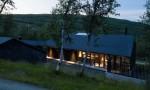 Cấu trúc tương phản với phong cảnh mùa đông trắng xóa tại Na Uy