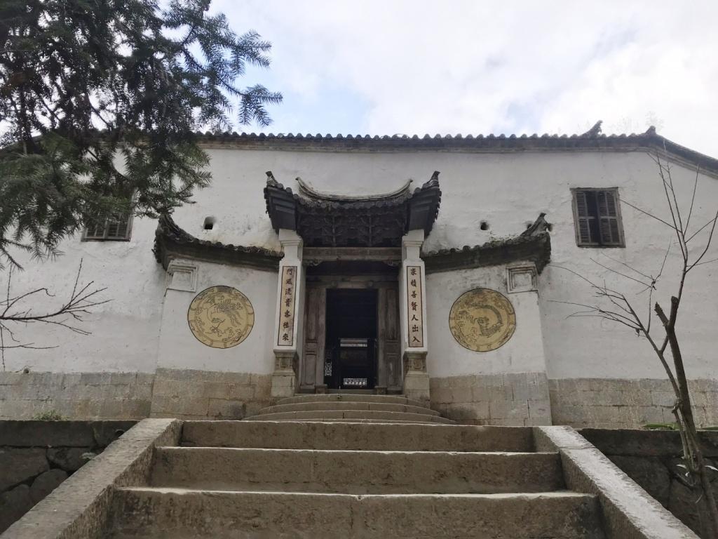 Lên cao nguyên đá ngắm kiến trúc độc đáo của dinh thự Vua Mèo
