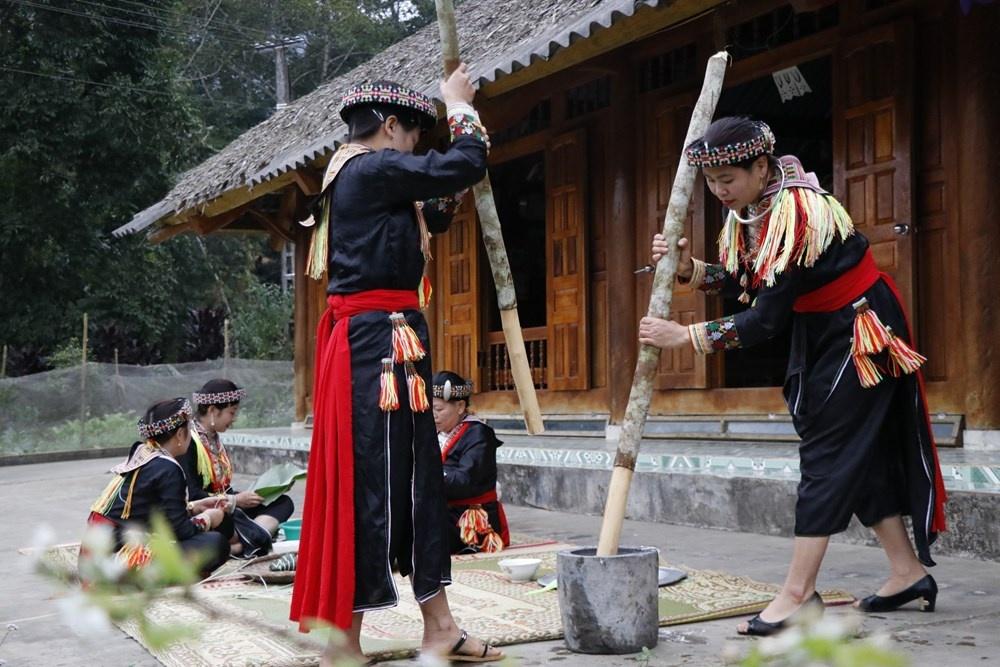 Khám phá phong tục đón Tết của người Dao đỏ ở Yên Bái
