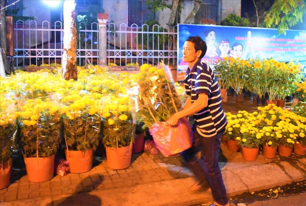 nhung nguoi gan cai tet cua gia dinh theo nhung chau hoa ngay cuoi nam