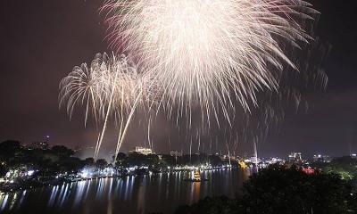 Nhà hàng quanh Hồ Gươm kín chỗ VIP xem pháo hoa Giao thừa