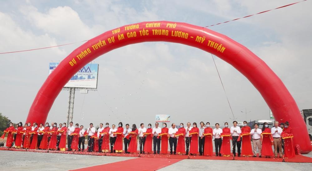 Thủ tướng Chính phủ Nguyễn Xuân Phúc dự thông tuyến cao tốc Trung Lương - Mỹ Thuận
