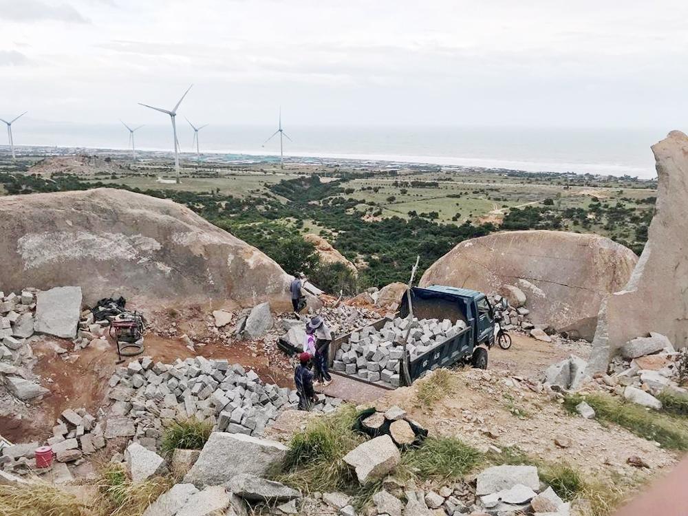 Thuận Nam (Ninh Thuận): Sẽ xử lý dứt điểm tình trạng khai thác đá trái phép trên núi