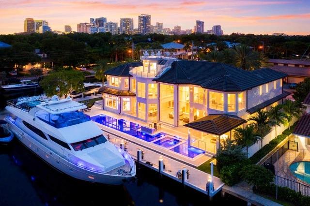 Giới siêu giàu vung tiền mua biệt thự có chỗ đậu du thuyền, chuyên cơ
