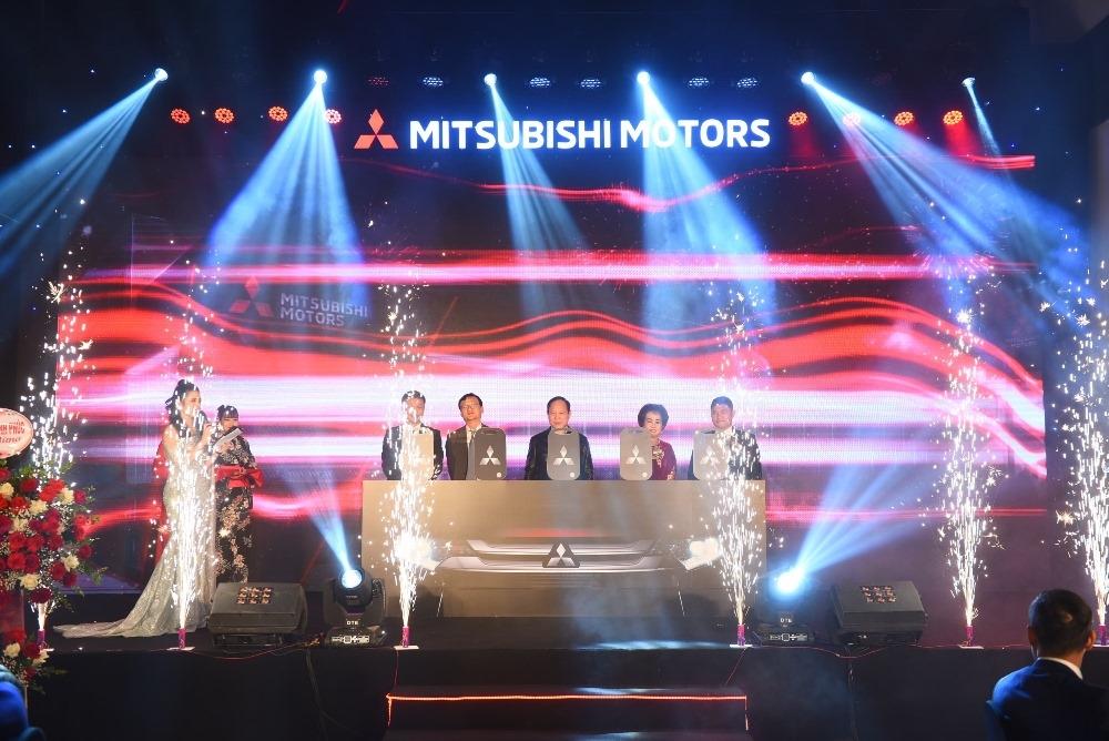 khai truong showroom mitsubishi an dan vinh phuc
