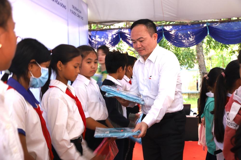 fecon phoi hop upc renewables vietnam to chuc chuong trinh tet yeu thuong cho nguoi dan soc trang