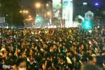 Hàng nghìn người ngồi giữa đường giải hạn sao La Hầu