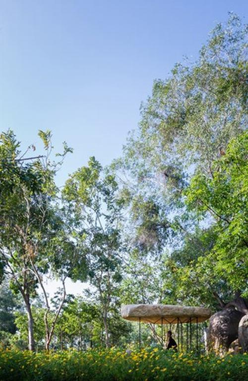 151802baoxaydung 5 Chiêm ngướng kiến trúc mái đá giữa công viên Việt làm sốc báo Tây