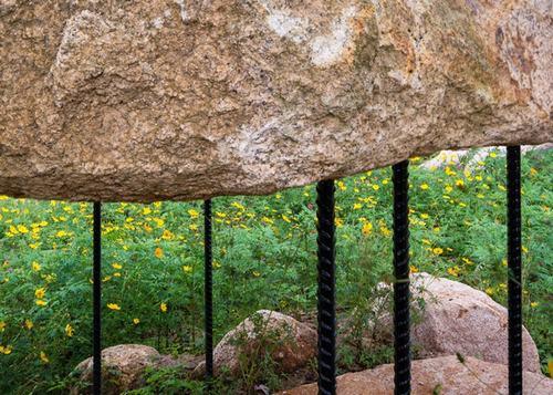 151802baoxaydung 7 Chiêm ngướng kiến trúc mái đá giữa công viên Việt làm sốc báo Tây