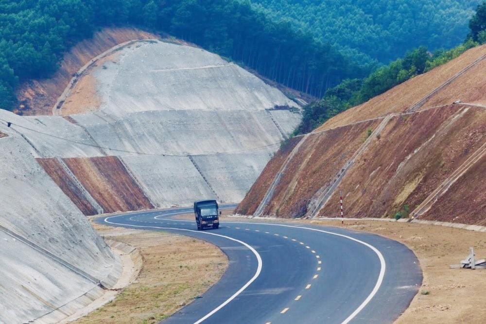 Dự án đường cao tốc Cam Lộ - La Sơn đang vướng mặt bằng