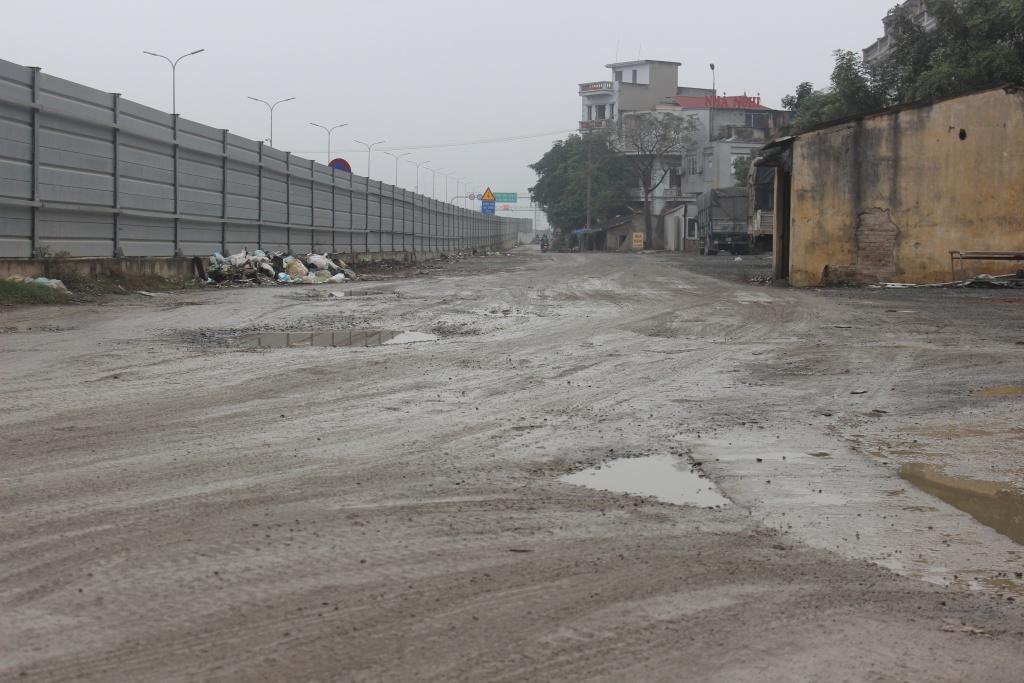 Hà Nội: Người dân khốn khổ vì đường gom cao tốc Pháp Vân – Cầu Giẽ chậm tiến độ