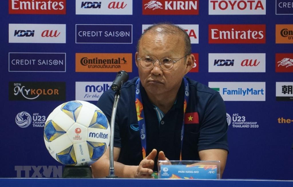 Nhận án phạt từ AFC, HLV Park Hang-seo xin lỗi người hâm mộ
