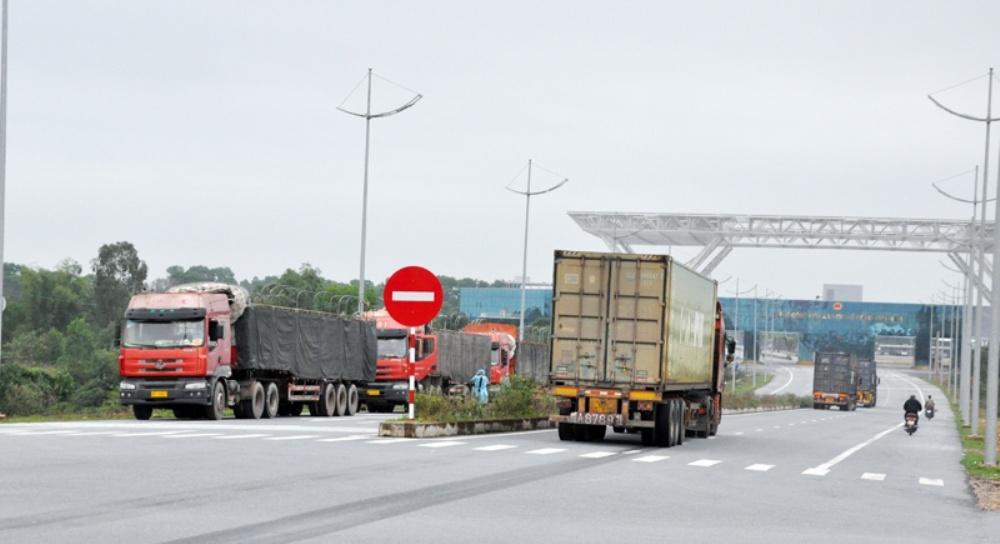 Quảng Ninh: Thêm 4 lô hàng thông quan qua cầu Bắc Luân II