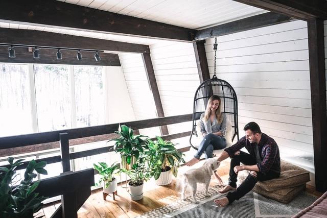 Đôi vợ chồng tự dựng nhà trên núi để trốn thành phố mỗi dịp cuối tuần