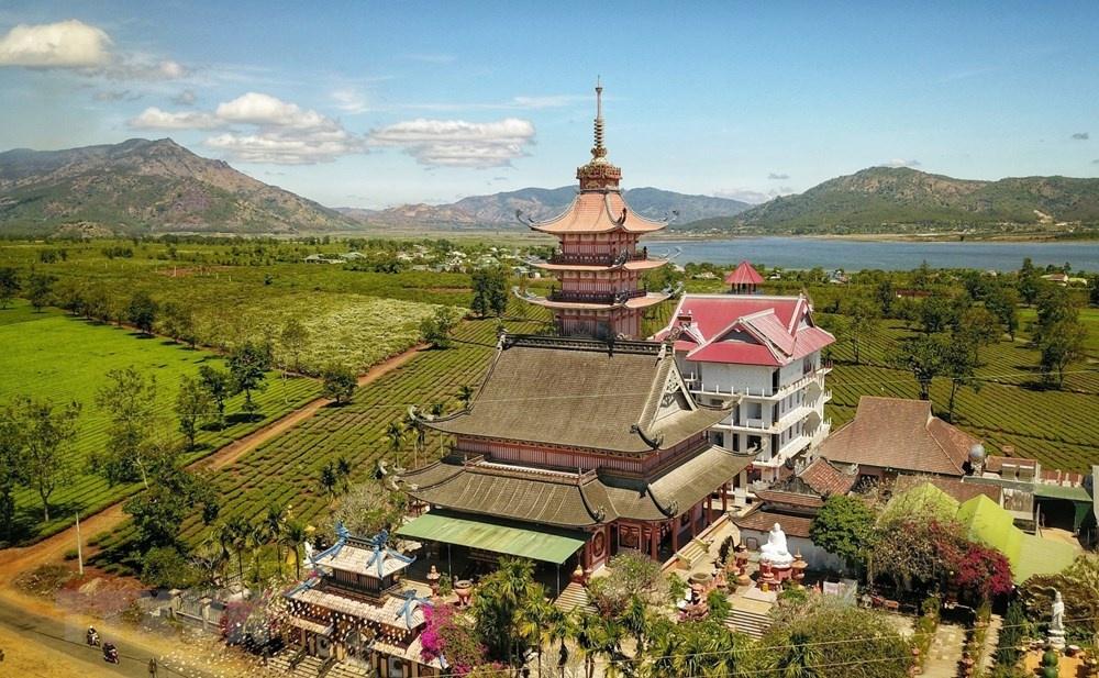 Chiêm ngưỡng nét đẹp cổ kính pha lẫn hiện đại của chùa Bửu Minh