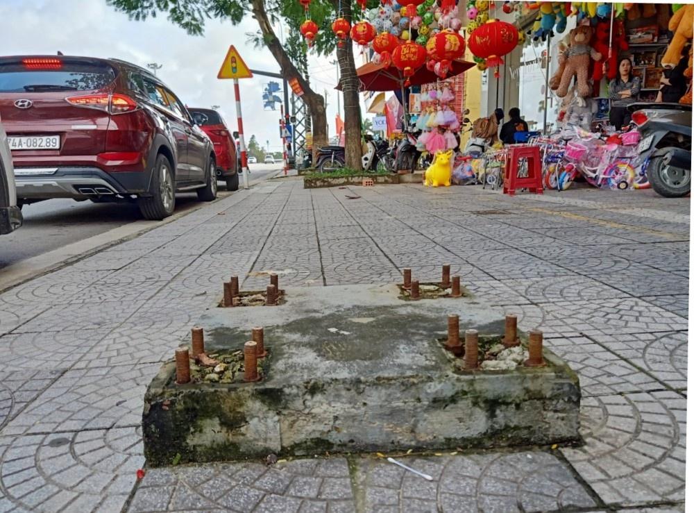 """Đông Hà (Quảng Trị): Những cái """"bẫy người"""" trên đường Hùng Vương đã được phá dỡ"""