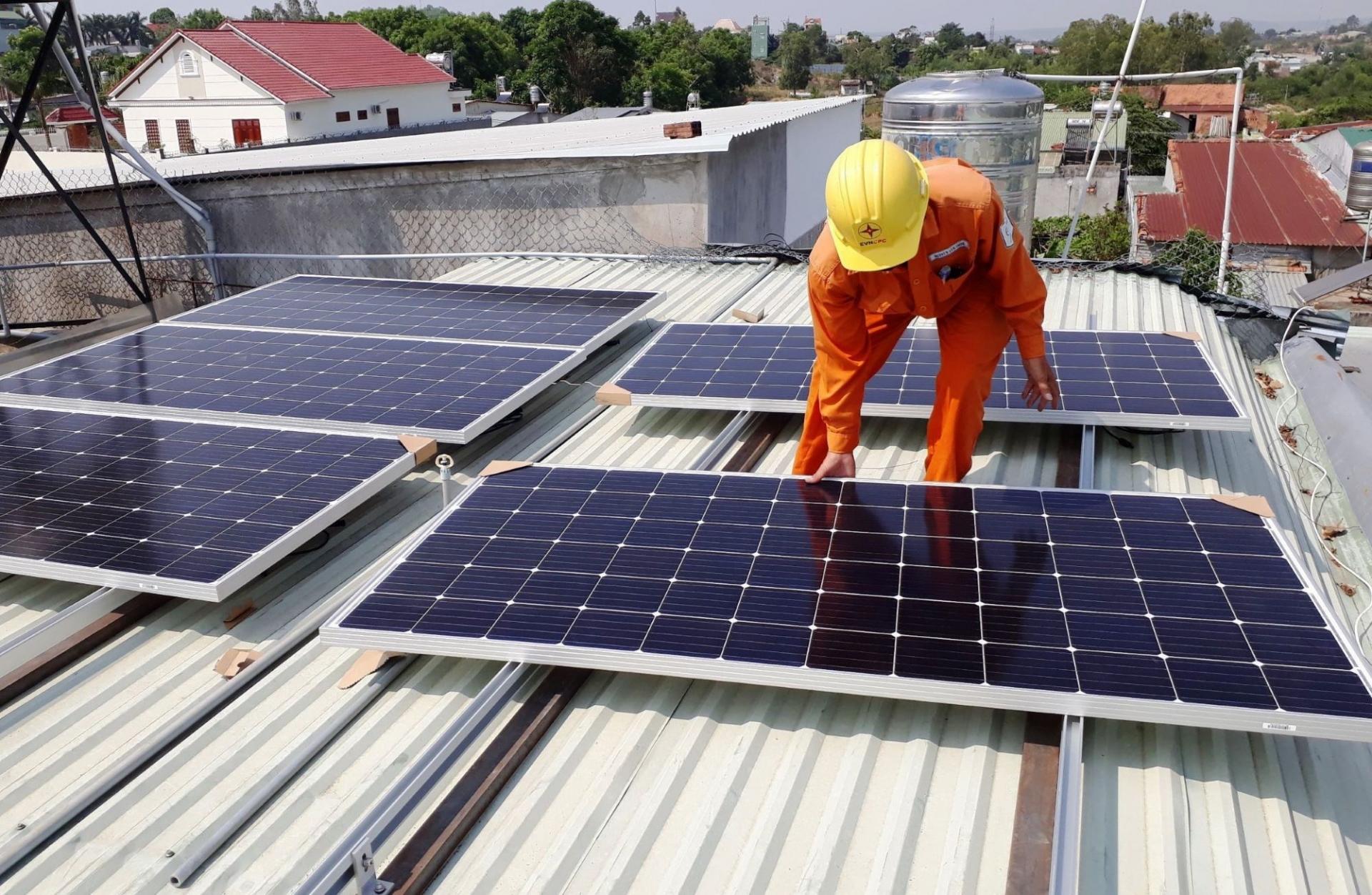 Kỹ thuật an toàn cho công trình xây dựng lắp đặt điện mặt trời mái nhà