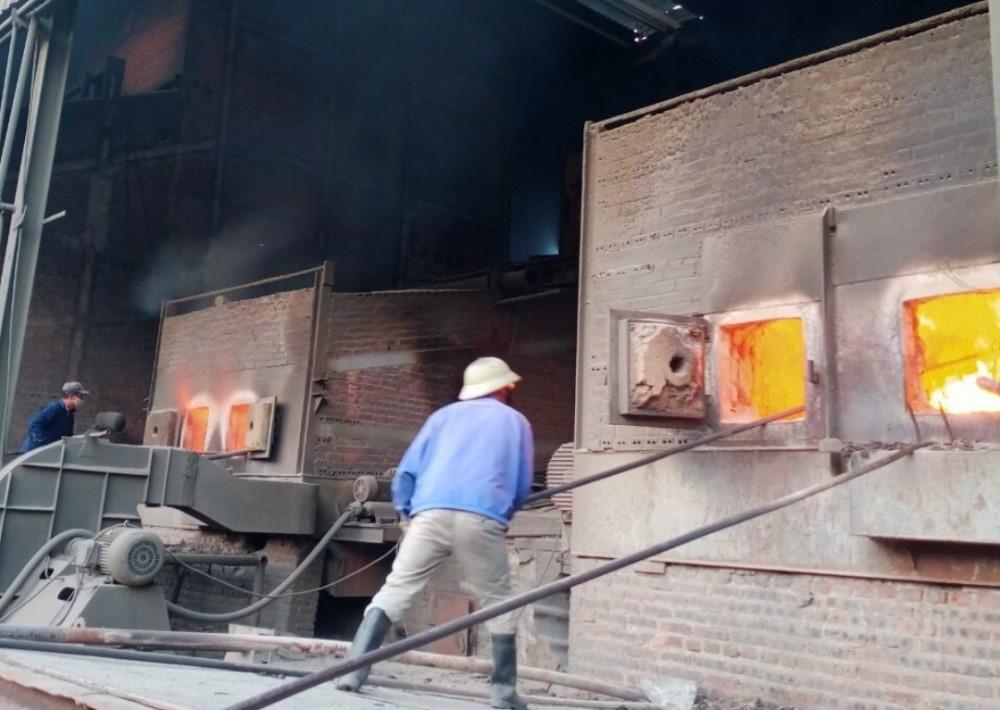 Quảng Ninh: Nhà máy rác Khe Giang lửa rừng rực đốt rác trong đêm giao thừa