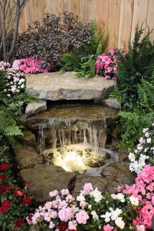 Thiết kế Trang trí sân vườn bằng thác nước và hồ nhỏ