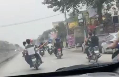 [VIDEO] Đoàn xe máy ở Nghệ An đánh võng, dàn hàng trên quốc lộ 1A