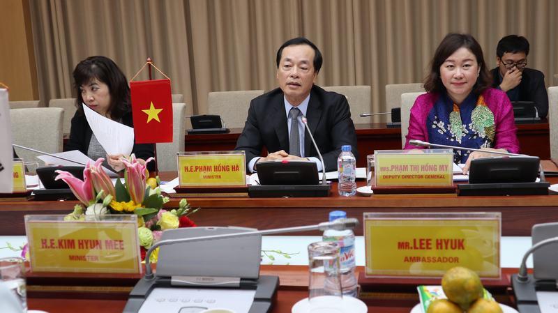 Bộ trưởng Phạm Hồng Hà tiếp Bộ trưởng Đất đai Hạ tầng Giao thông Hàn Quốc Kim Huynme