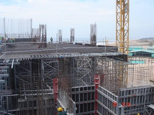 Công trình đang thi công có được thuê nhà thầu phụ khác?