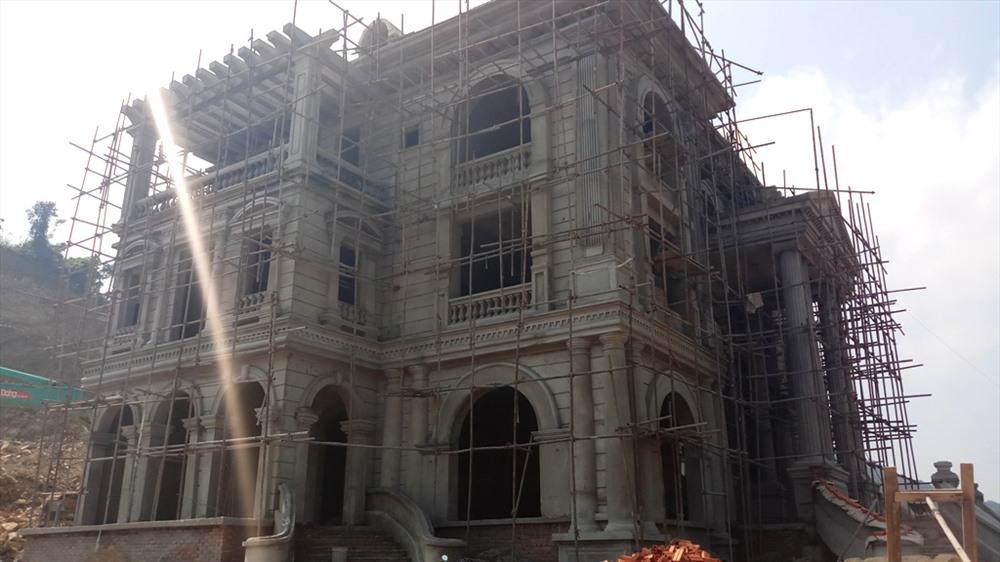 Công Thanh bạt đồi xây biệt thự sai phép: Không nộp phạt, còn xây thêm