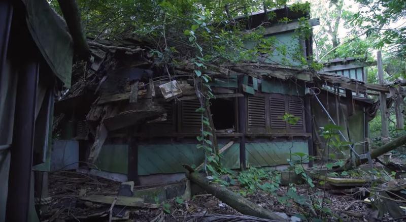 Cận cảnh hòn đảo nổi tiếng của Disney World bị bỏ hoang, đổ nát