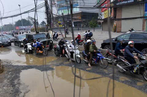 Đường Trường Chinh ngập 'ổ voi' khi thi công dự án 9.400 tỷ