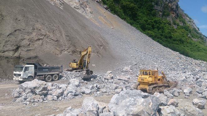 Hòa Bình lý giải việc cấp phép chưa đúng thẩm quyền cho 6 đơn vị khai thác khoáng sản tại núi Lộc Môn