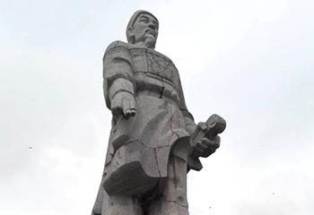 Tượng đài đá xanh lớn nhất Thanh Hóa được tu bổ