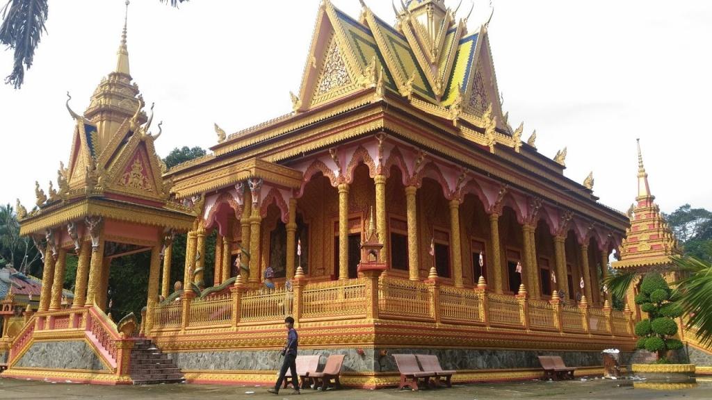 Vẻ đẹp rực rỡ của những ngôi chùa Khmer Nam Bộ