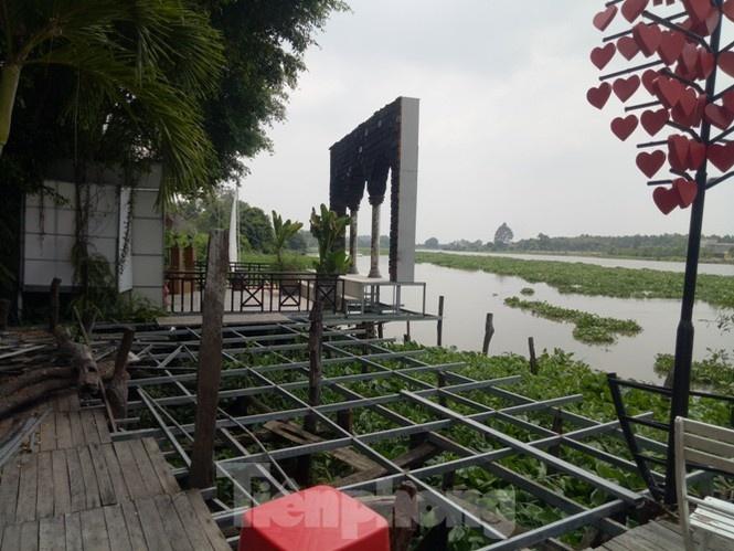 phim truong nha hang trai phep moc nhu nam ben song