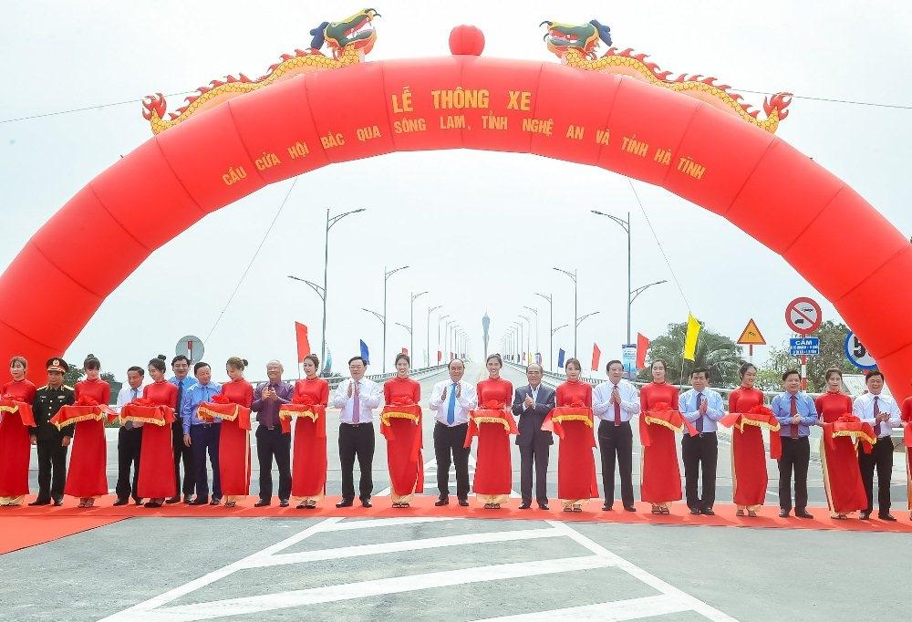 Thủ tướng Chính phủ dự Lễ thông xe cầu Cửa Hội nối hai tỉnh Nghệ An - Hà Tĩnh