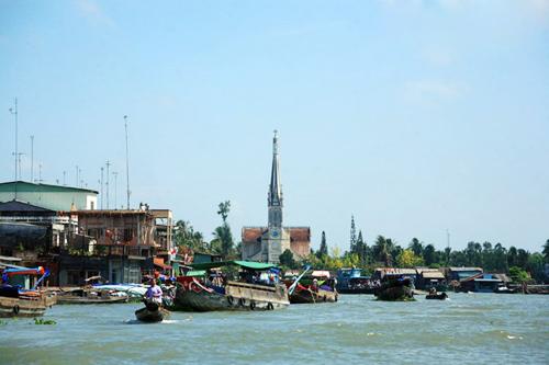 Ngắm nhà thờ đẹp như cổ tích bên sông nước Cửu Long
